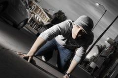 Hombre joven en la ciudad Imagen de archivo