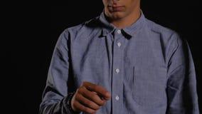 Hombre joven en la plantilla para HUD metrajes