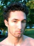 Hombre joven en luz del sol de la tarde Imagen de archivo