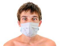 Hombre joven en máscara de la gripe Imagenes de archivo