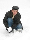 Hombre joven en nieve Foto de archivo