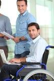 Hombre joven en sillón de ruedas imágenes de archivo libres de regalías