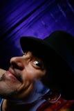 Hombre joven en sombrero del cilindro Imagenes de archivo