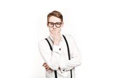 Hombre joven en sorpresas de los vidrios y el pensamiento del choque Foto de archivo