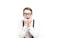 Hombre joven en sorpresas y choque de los vidrios Imagen de archivo libre de regalías