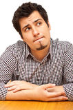 Hombre joven en su mid-20s con expressio pensativo Fotos de archivo