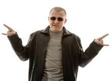 Hombre joven en sunglassed imagenes de archivo