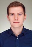 Hombre joven en traje formal Foto de archivo