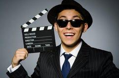 Hombre joven en traje y sombrero rayados clásicos Fotografía de archivo libre de regalías