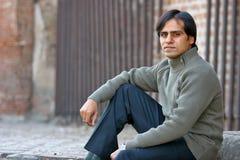 Hombre joven en un suéter romántico Imagen de archivo