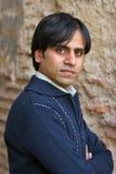 Hombre joven en un suéter romántico Foto de archivo