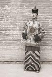 Hombre joven en un traje mongol viejo Imagen de archivo libre de regalías