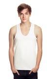 Hombre joven en una camiseta blanca aislada Foto de archivo