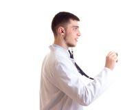 Hombre joven en vestido del doctor Fotografía de archivo