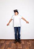 Hombre joven en vidrios de VR Fotografía de archivo