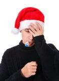 Hombre joven enfermo con el termómetro Fotos de archivo