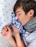 Hombre joven enfermo con gripe Imagen de archivo