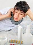 Hombre joven enfermo con gripe Imagen de archivo libre de regalías