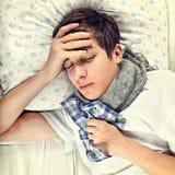 Hombre joven enfermo y cansado Fotos de archivo libres de regalías