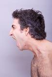 Hombre joven enojado que grita Fotos de archivo libres de regalías