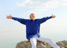 Hombre joven feliz Imagen de archivo libre de regalías