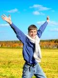 Hombre joven feliz al aire libre Imagen de archivo