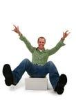 Hombre joven feliz con la computadora portátil Imagen de archivo libre de regalías