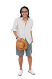 Hombre joven feliz que se opone al fondo blanco Fotos de archivo libres de regalías