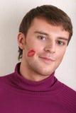 Hombre joven hermoso con beso en mejilla Foto de archivo