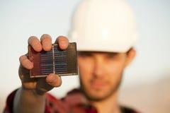Hombre joven hermoso con el pequeño panel solar Fotos de archivo libres de regalías