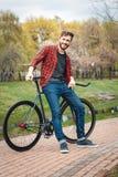 Hombre joven hermoso con la bicicleta Fotografía de archivo libre de regalías