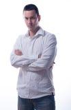 Hombre joven hermoso con los brazos cruzados Imágenes de archivo libres de regalías