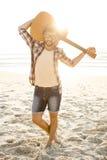 Hombre joven hermoso en la playa Foto de archivo libre de regalías