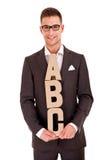 Hombre joven hermoso en traje clásico y con el ABC de las letras Imagen de archivo