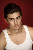 Hombre joven hermoso en una camisa Fotos de archivo libres de regalías