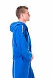 Hombre joven hermoso que lleva la albornoz azul, aislada Fotos de archivo libres de regalías