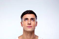 Hombre joven hermoso que mira para arriba Imagen de archivo libre de regalías