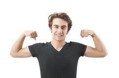 Hombre joven hermoso que muestra sus músculos Imágenes de archivo libres de regalías