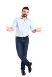 Hombre joven infeliz enojado, brazos hacia fuera preguntando cuál es el problema Imagen de archivo libre de regalías