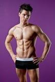 Hombre joven mojado del músculo atractivo Fotos de archivo libres de regalías