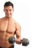 Hombre joven muscular que levanta una pesa de gimnasia sobre blanco Imagen de archivo