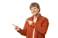 Hombre joven ocasional que señala a la izquierda Imagenes de archivo