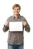 Hombre joven ocasional que sostiene la hoja en blanco Imagenes de archivo