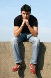 Hombre joven pensativo Foto de archivo