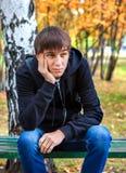 Hombre joven pensativo al aire libre Fotografía de archivo libre de regalías