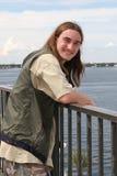 Hombre joven por el mar Fotos de archivo