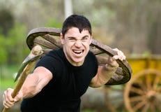 Hombre joven que ataca Foto de archivo