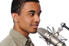 Hombre joven que canta Fotografía de archivo libre de regalías