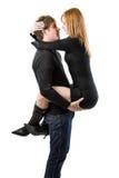 Hombre joven que detiene a su esposa atractiva Imagen de archivo libre de regalías