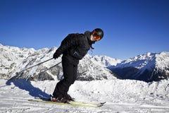 Hombre joven que disfruta de deporte de invierno Fotos de archivo libres de regalías